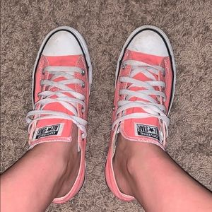 Bubblegum pink converse